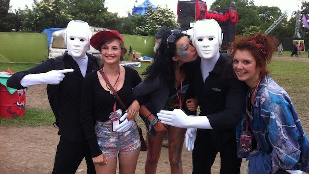 Glastonbury Festival 2013 Walking Act Mädchen