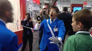 Walkact grosse Batterie VDMA auf HMI 2015 Luft holen