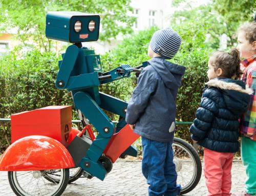 Neuer Walkact unterwegs: Hugo der radelnde Roboter