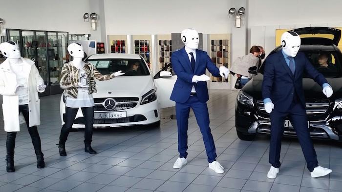 Camp David soccx vier Roboter Mercedes Benz Autohaus
