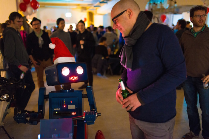 Weihnachtsfeier Party Berlin Künstler Roboter Act Twilio Berlin