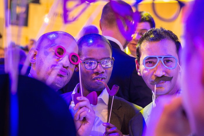 Fotobox Fotobooth mobil Gäste Brille bart