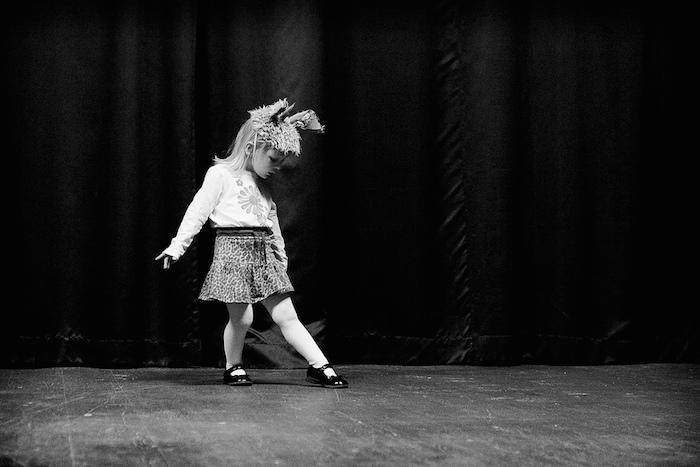Kind auf der Bühne Stage von Mikael Wiman