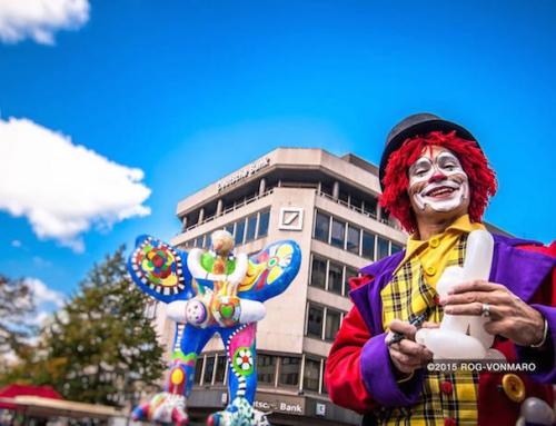 Duisburg: Roboter Pantomime auf der Lack und Chrome als Walkact unterwegs