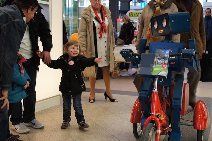 Roboter Hugo fahrrad kind potsdam