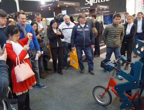 Hannover: Roboter Show und Walking Act auf der CeBIT 2016