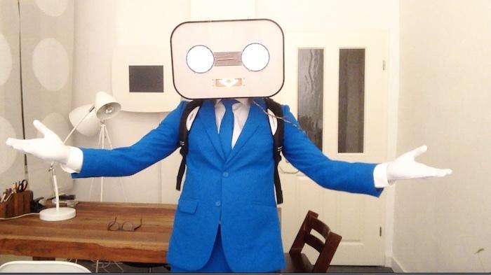 Steve Machine blauer Anzug offene Arme