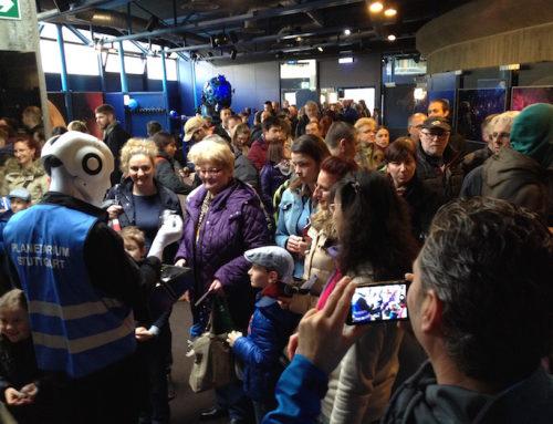 Stuttgart: Roboter Walkact zur Eröffnung des Planetariums
