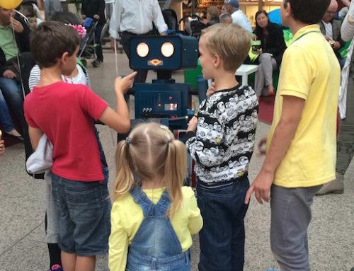 "Shopping-Center Hamburg: Roboter Künstler ""Hugo"" spielt zum verkaufsoffenen Sonntag"