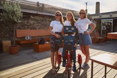 Party Künstler Avignon Capital Berlin Summerparty Escobar Hugo sprechender Roboter Veranstalter posen