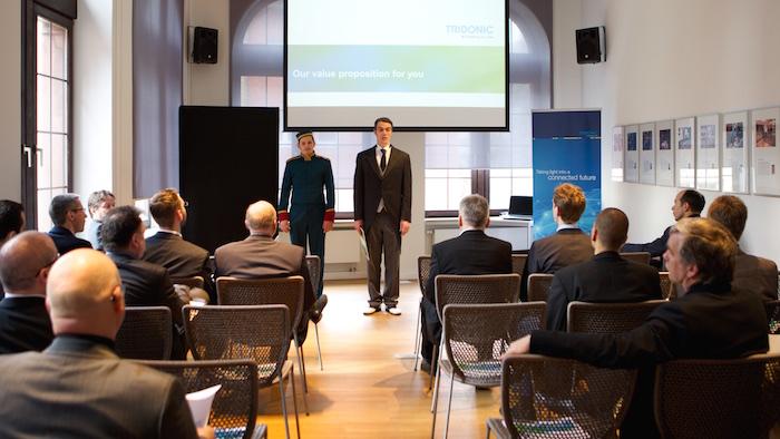 Moderation Page concierge Kellner event Firmenfeier Messe Tridonic Franfurt Presseclub