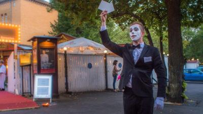 Pantomime mit Pfeil arrow Mime Gentleman
