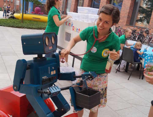 Artists' Idea in Berlin: Hugo the talking robot at the Charité employee festival