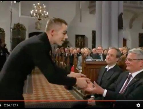 """Pantomime Performance zum ARD Fernsehgottesdienst: """"Martin Luther übersetzt die Bibel"""" (Video 3:17 Min)"""