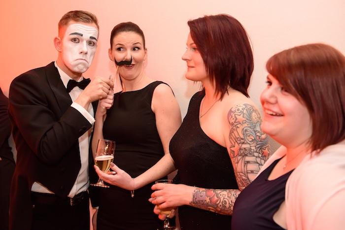 Pantomime Künstler Weihnachtsfeier Mime gentleman mobile Fotobox Saturn Mime Bart