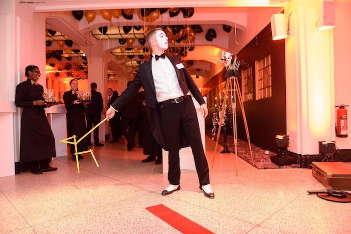 Pantomime Künstler Weihnachtsfeier Mime gentleman mobile Fotobox Saturn Mime Hund