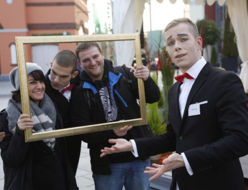 """Künstler für verkaufsoffenen Sonntag: Designer Outlet Berlin (Wustermark) bestellt den visuellen Comedy Act """"Die Butler"""" (Video 2:00 Min)"""