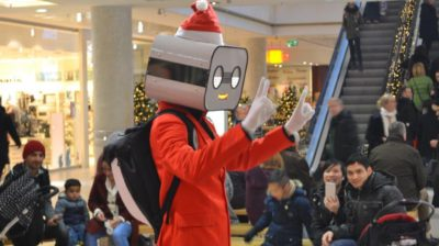Robot Walkabout Steve Machine Mall Shopping Center chritsmas rot Weihnacht peace