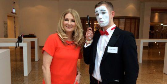 Visual Comedy Pantomime Künstler Berlin Mime gentleman mit Frauke Ludowig
