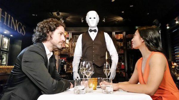Künstler Hochzeit Roboter Kellner