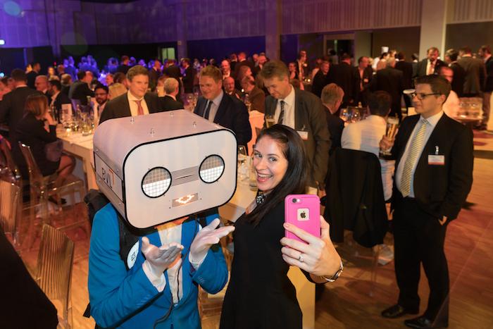 sprechender Roboter event Steve Machine selfie Party