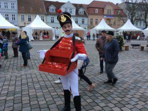 Nussknacker Künstler Weihnachtsmarkt Bauchladen