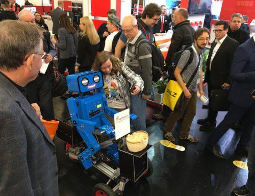 Version Dog: Hugo der sprechende Roboter auf der SPS Nürnberg