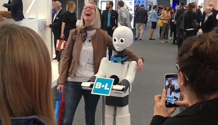 Messestand Idee: Yuki der Event Roboter
